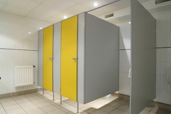 Основные преимущества использования ДСП конструкций для оборудования душевых комнат